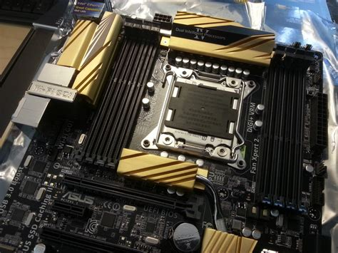 ASUS X79 Deluxe High-End Motherboard For Ivy Bridge-E